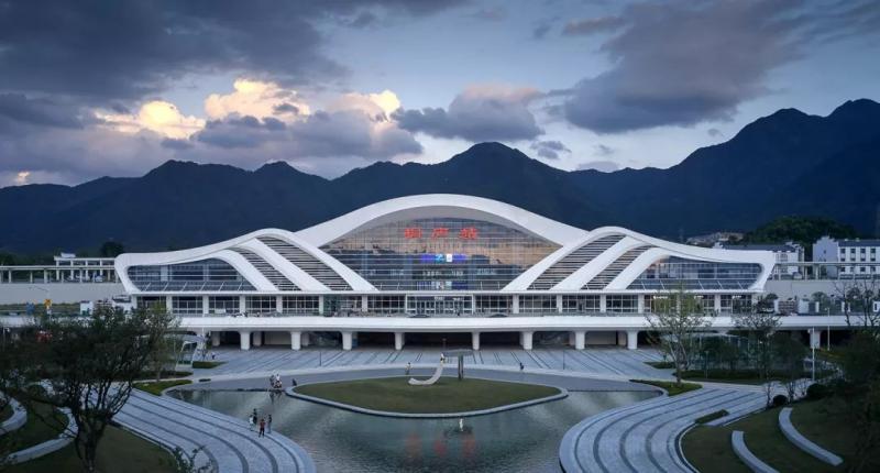 新作 | 杭州桐庐高铁站,重塑富春山水 / 绿城十维