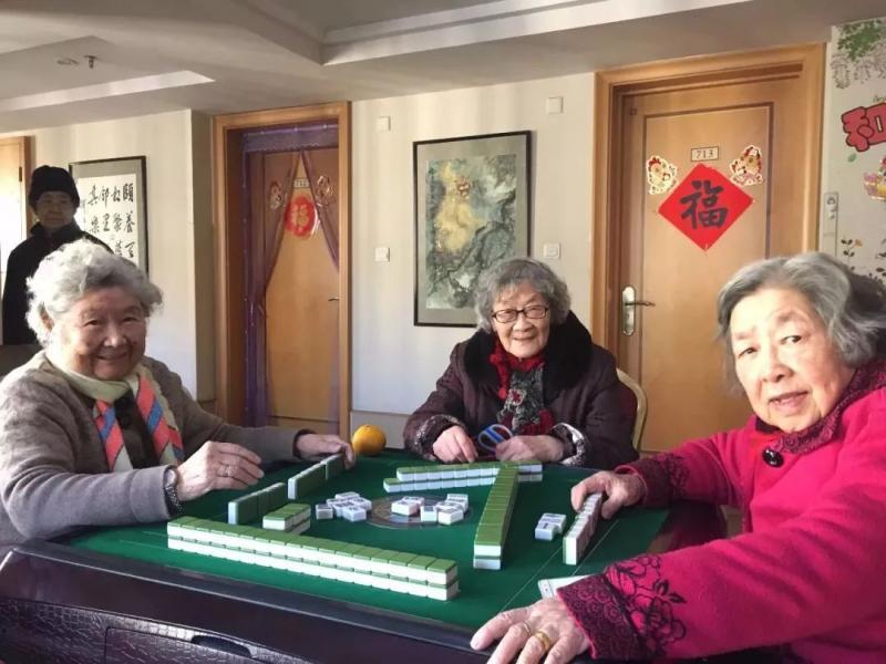 杭州89岁白发姑娘卖房环游世界,网友刷屏点赞:真希望我老了也能这么酷!