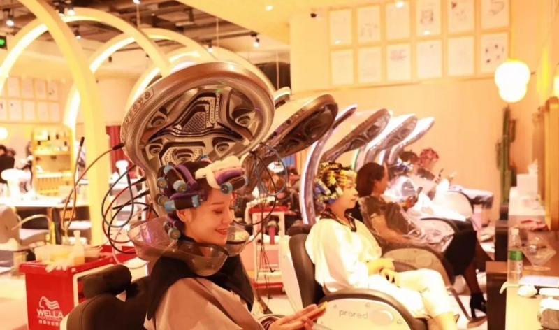 """全杭州唯一一家拥有""""太空舱""""黑科技烫发的M+prored造型屋来啦!"""
