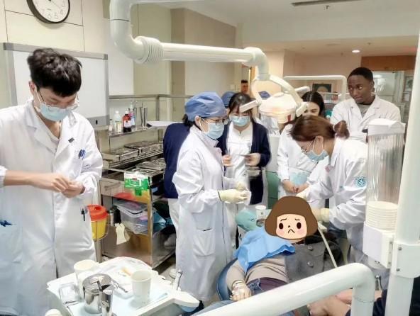"""吓人!杭州一女子半张脸被""""撕开"""",原因竟是没戴头盔!"""