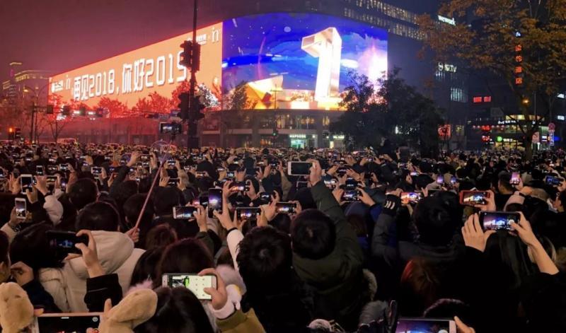 来西湖边蹦迪跨年啊!万人狂欢亚洲巨屏陪你倒数2019!