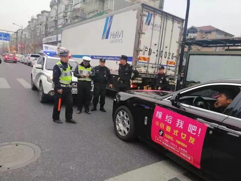 杭州一条街上出现20多辆超跑,都贴着:嫁给我吧!