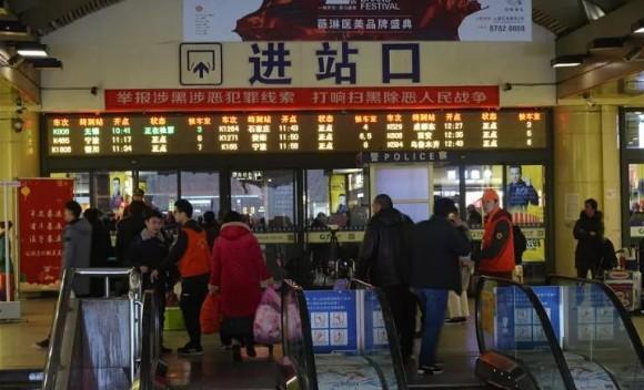 """杭州机场和火车站""""新员工""""上岗!回家更快了!"""