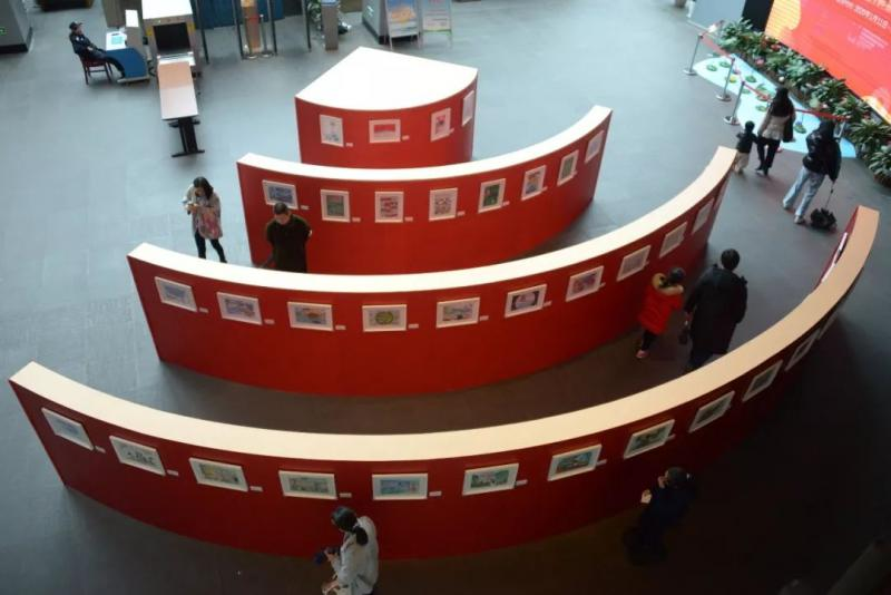 1.5米明信片艺术展亮相西博馆,用孩子的视角看西湖!图1