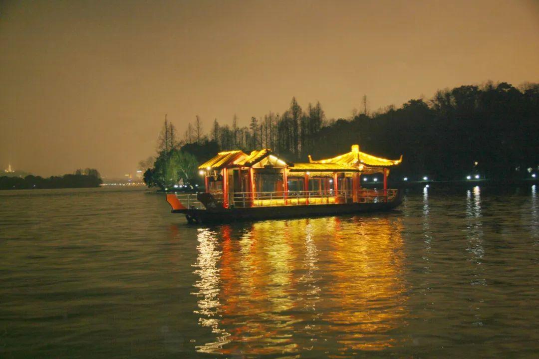 一年一度的夜游西湖活动今晚回归!今年有哪些船可以坐?票价多少?