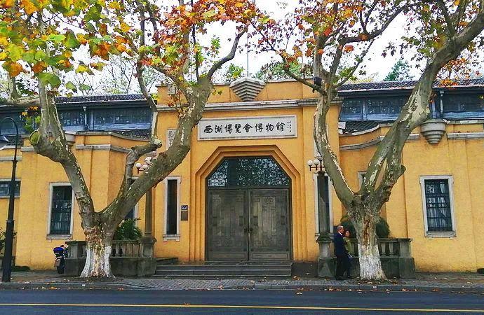 杭州西湖边的南山路和北山街,藏着独特的文化韵味!