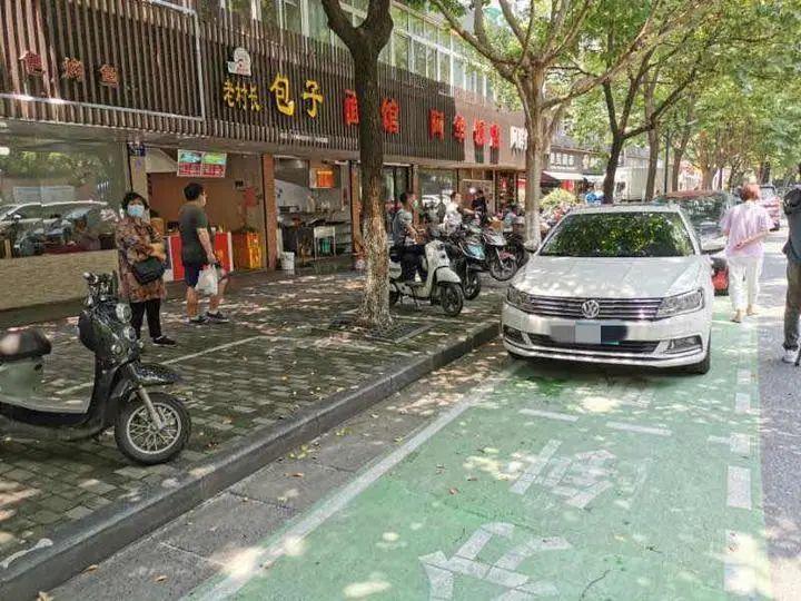 杭州街边出现一种特殊的停车位,司机:可以安心吃顿饭了