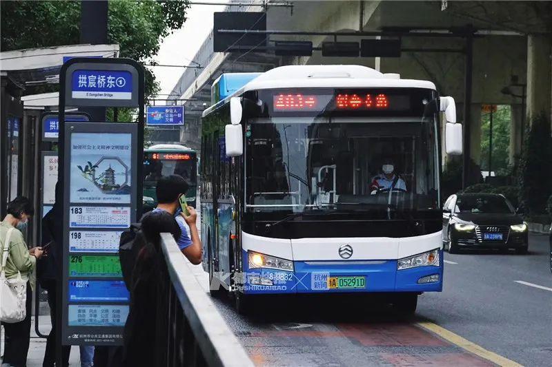 幸福!杭州公交车上能给手机充电了!