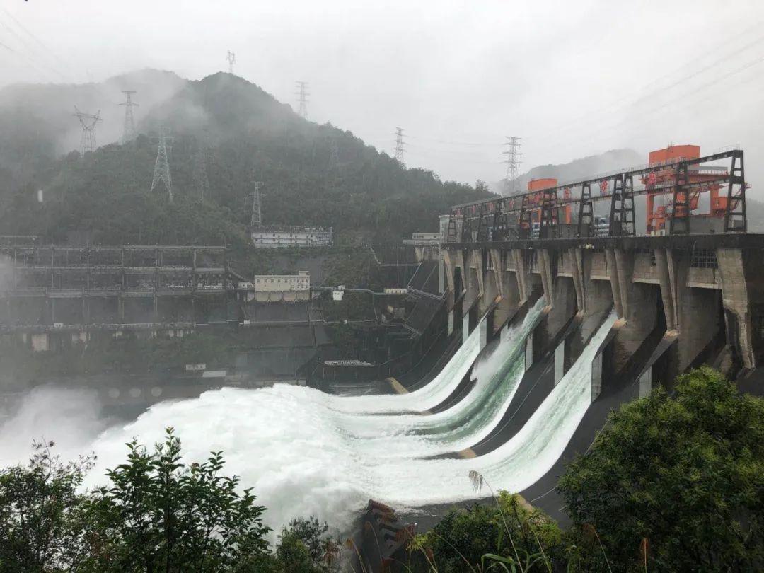 刚刚,新安江水库开闸泄洪!