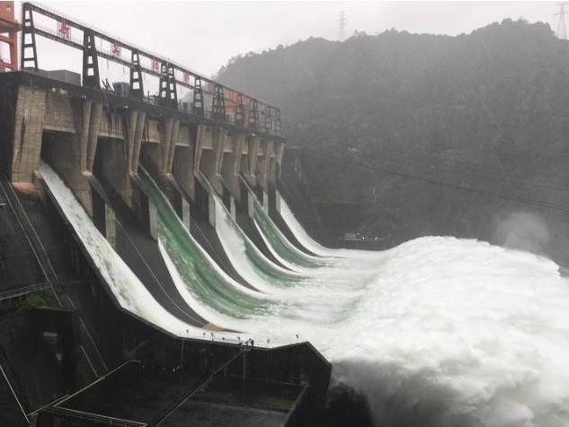 开启两小时后,新安江水库将开启7孔泄洪,同时做好9孔泄洪准备!