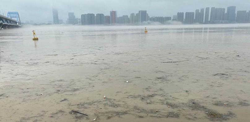 九孔泄洪24小时后水位下降10厘米,大坝压力缓解了吗?何时关闸?专家权威解释