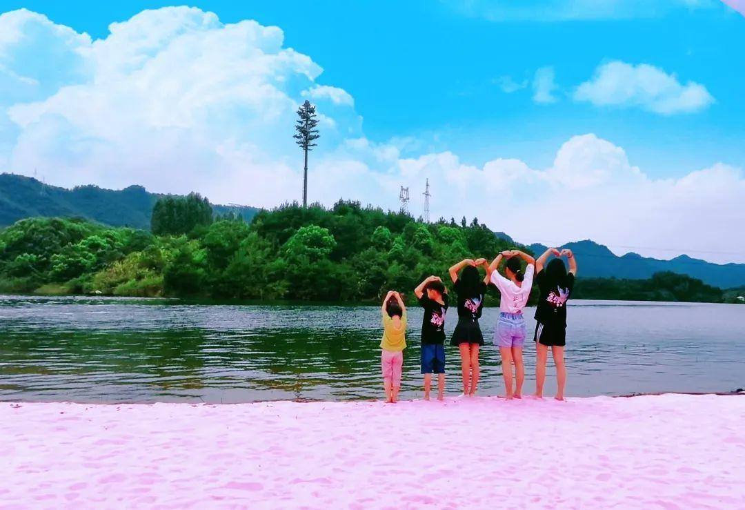千岛湖又新添一处网红打卡地——文渊狮城粉红沙滩
