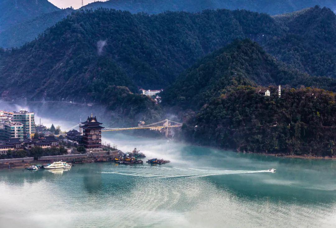 """这艘带""""星空""""的富春未来号,可从桐庐直达杭州主城区啦!"""