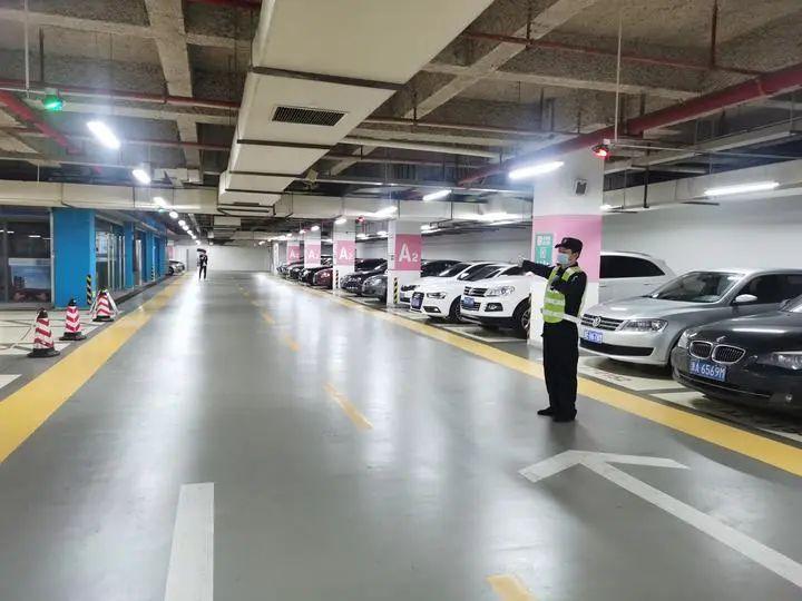 11月起,杭州东站停车超6小时将阶梯式收费!