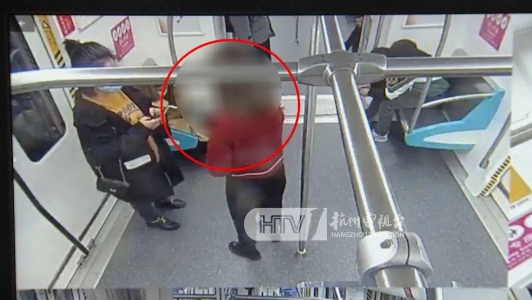 警惕!有人在杭州地铁上,专挑女乘客扫码加好友……