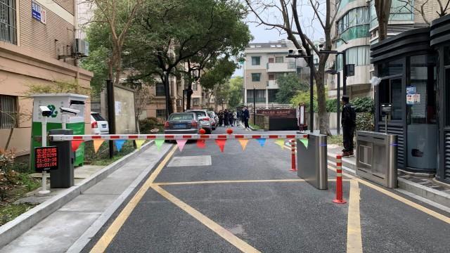 杭州市消防救援支队在全省率先试点小区生命通道的贴单式违停执法!