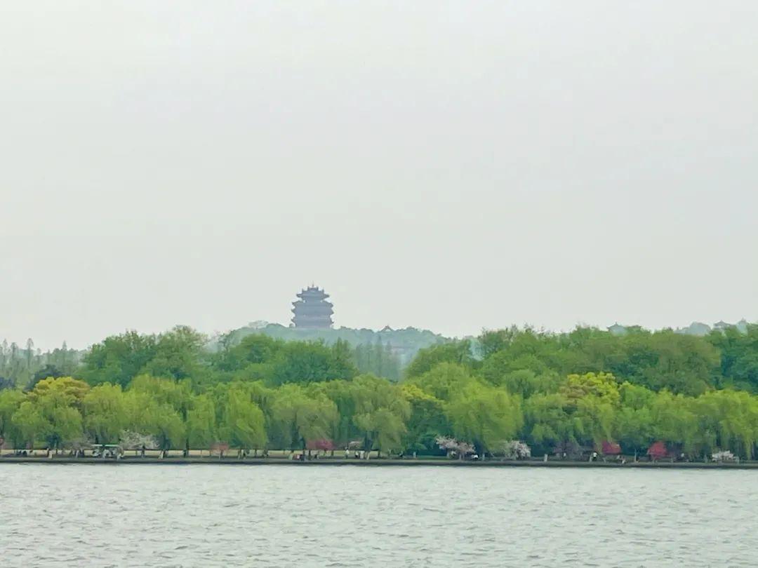 富春江大坝今年首次泄洪!清明小长假会下雨吗?