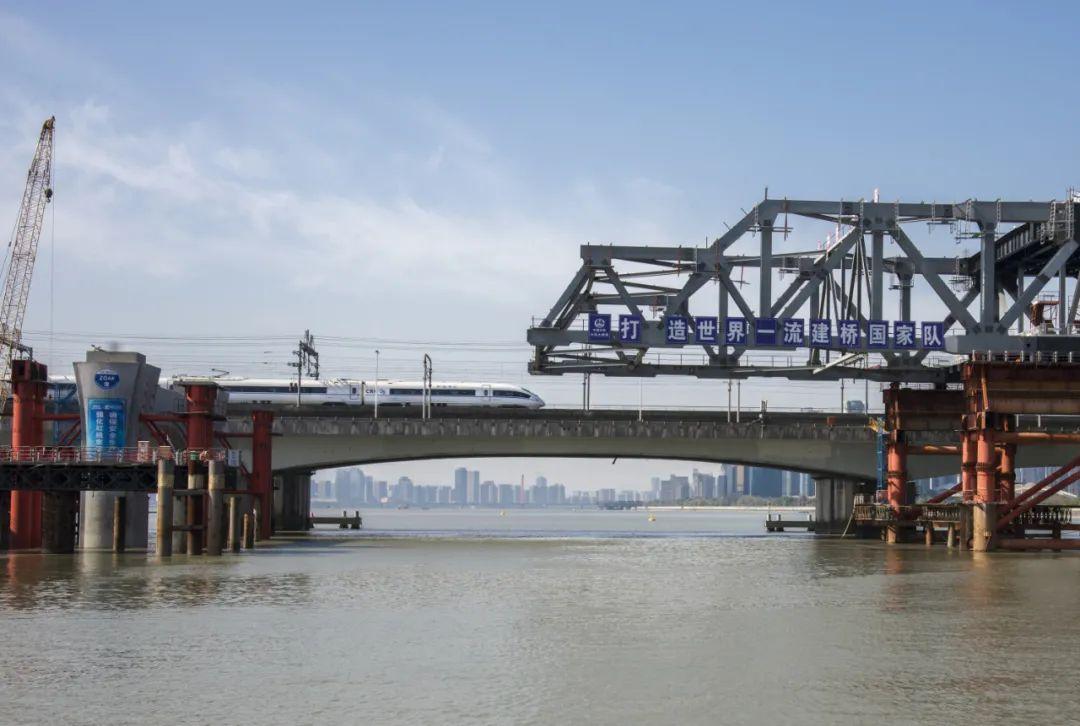 钱塘江新建大桥雄姿初现,预计下月合龙!未来串联萧山机场、铁路西站…图2