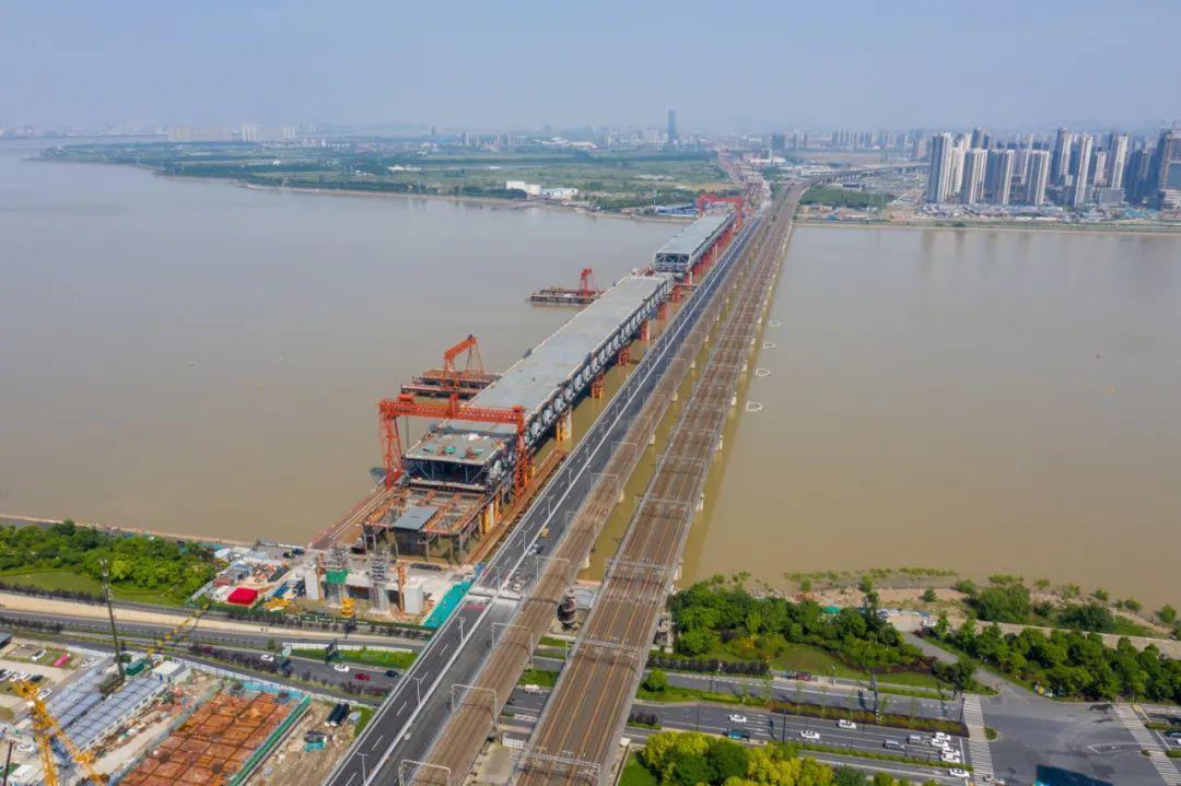 钱塘江新建大桥雄姿初现,预计下月合龙!未来串联萧山机场、铁路西站…图1